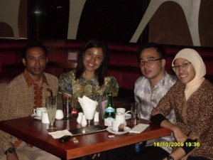 Left to Right: Rolly, Margie, Bambang, Gw
